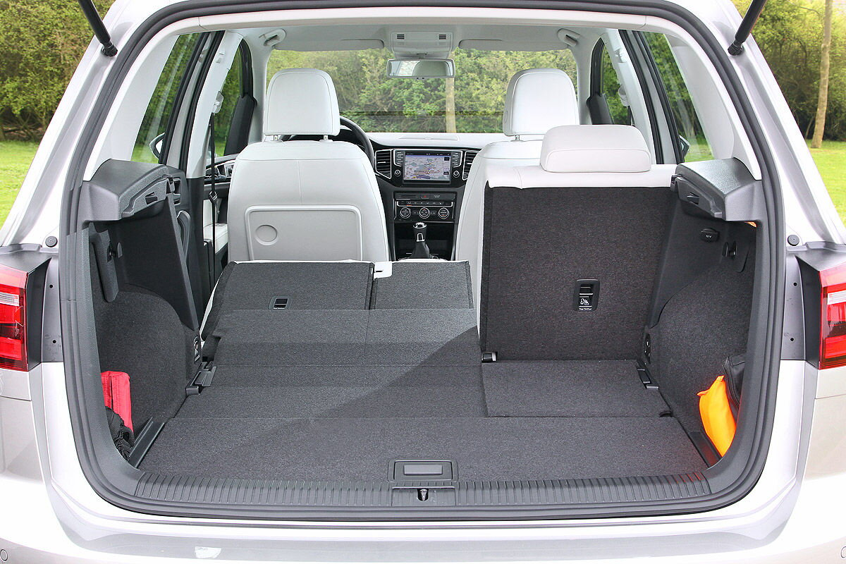schlafen im vw golf sportsvan. Black Bedroom Furniture Sets. Home Design Ideas