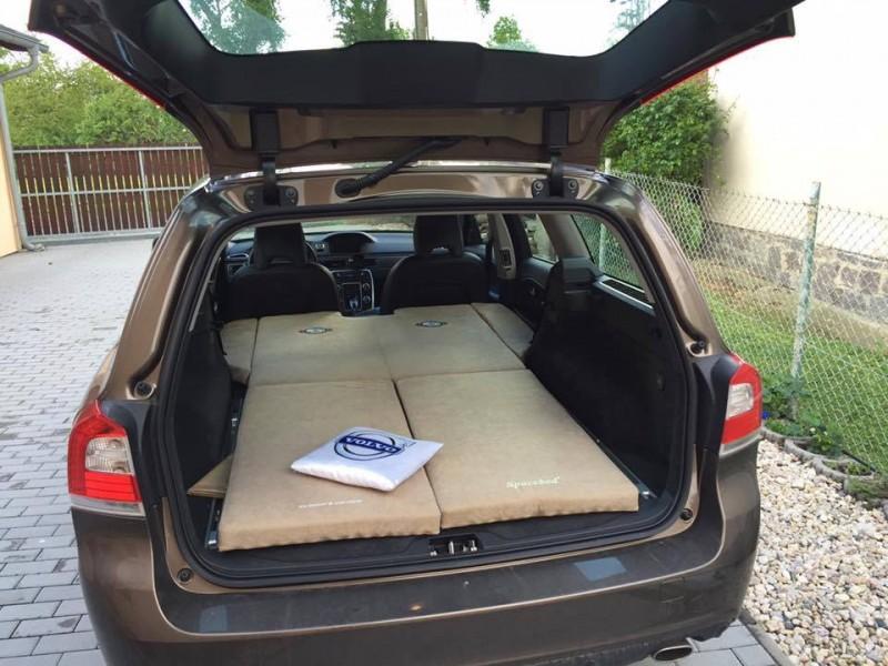 schlafen im auto volvo v70. Black Bedroom Furniture Sets. Home Design Ideas